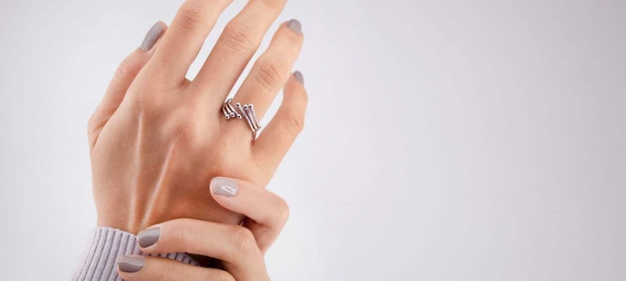Sortija plata rodiada corona reina circonitas blancas