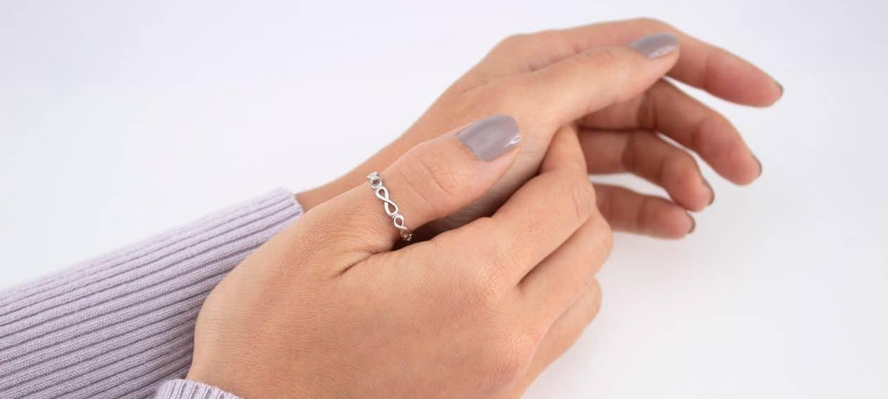Significado de los anillos en el dedo pulgar